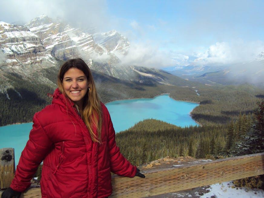 Débora de Queiroz Gonçalves foi para o Canadá e estudou na PLI - English for Customer Service and Tourism.