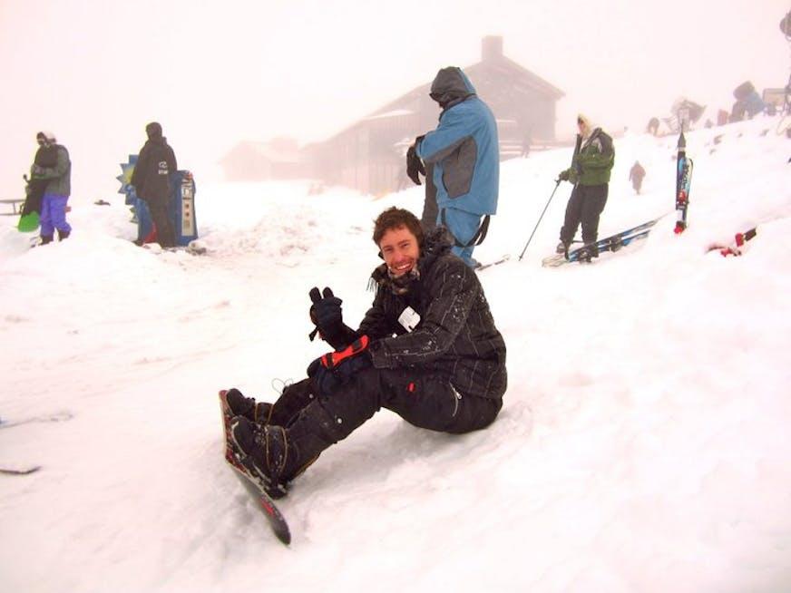 Esquiar sobre um vulcão ativo é eletrizante..