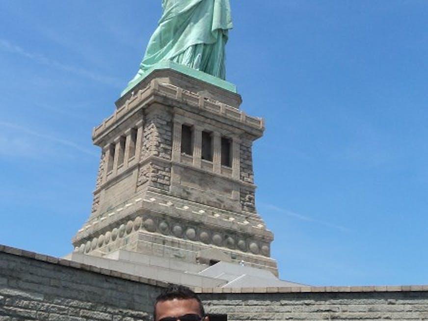Em domingo de sol, visitar a Estátua da Liberdade, é a melhor opção.