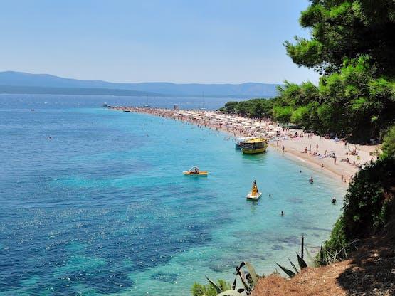 Praia de Zrce. Ilha de Pag, Croácia