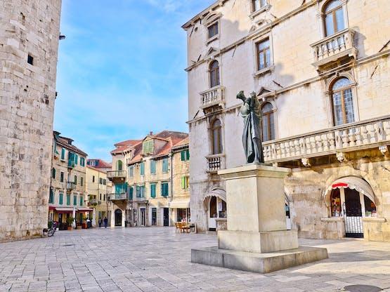 Praça em Split, Croácia