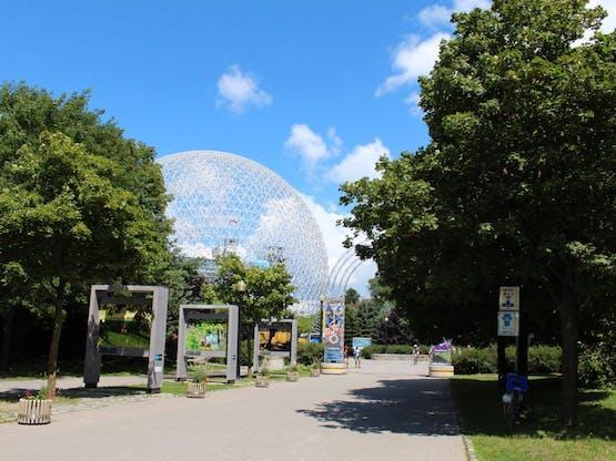 Biosphere ao fundo, museu totalmente dedicado ao estudo do meio-ambiente