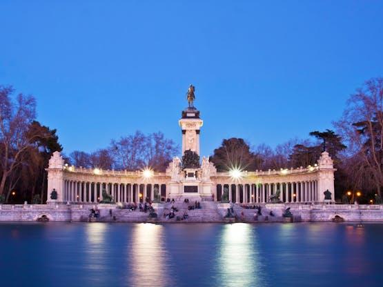 Monument para Alfonso XII no Parque Bom Retiro, Madri