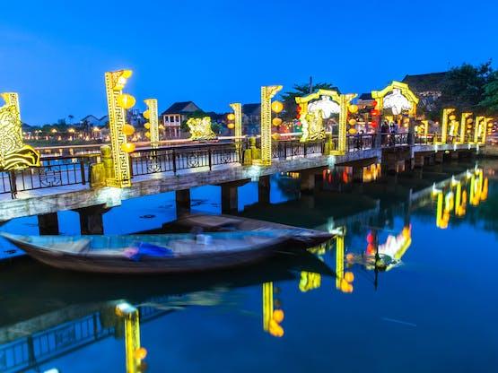 A velha cidade de Hoi An iluminada, Vietnã
