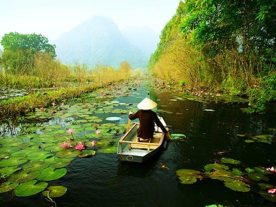 Rio Yen, em diração a Huong. Hanoi, Vietnã