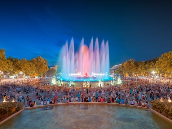 Show de luzes e água na Fonte Mágica de Montjuïc, Barcelona. Espanha