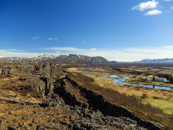Local que recebeu o mais antigo parlamento existente no mundo e por este motivo foi designado como Património Mundial da UNESCO. Thingvellir National Park, Islândia