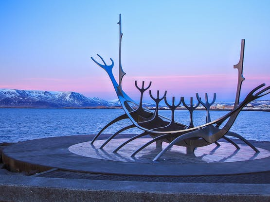 Monumento Sun Voyager, marca registrada da cidade de Reykjavik. Islândia