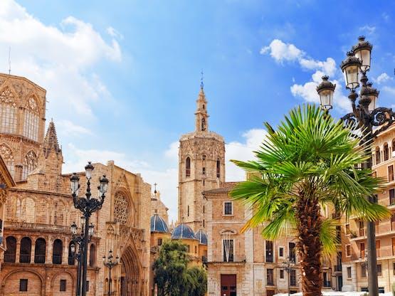 Plaça de l'Almoina e a Catedral de Santa María. Valência, Espanha