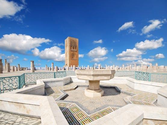 Torre Hassan na Mesquita Hassan. Rabat, Marrocos