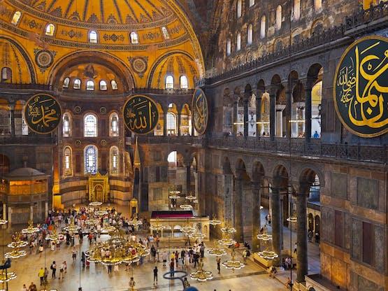 Interior da Basílica de Santa Sofia. Istambul, Turquia