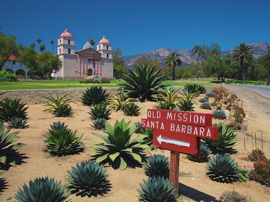 Histórica igreja espanhola. Santa Bárbara, EUA
