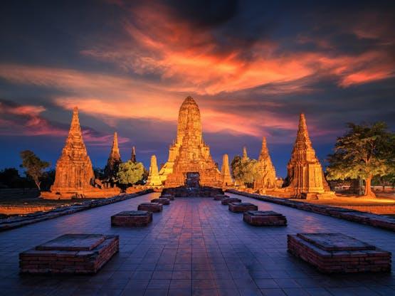 Antigo templo de Chaiwatthanaram. Ayutthaya, Tailândia