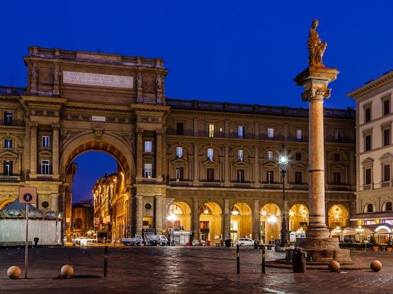 Column of Abundance na Piazza della Repubblica. Florença, Itália