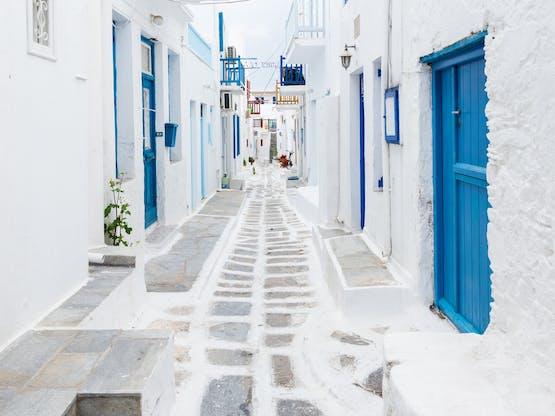 Típica rua de Mykonos, Grécia