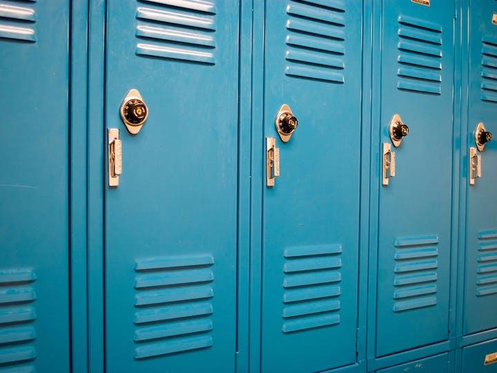 Com escolha da escola